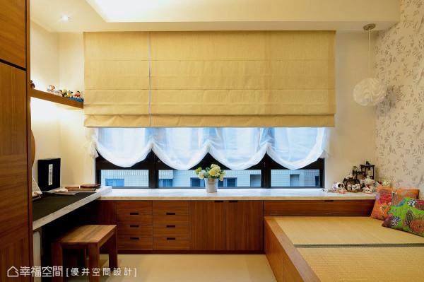 设置在客厅旁的客房,是为屋主母亲所量身打造的空间,除了方便长者进出之外,也设置一张床来提供母亲在此小憩。