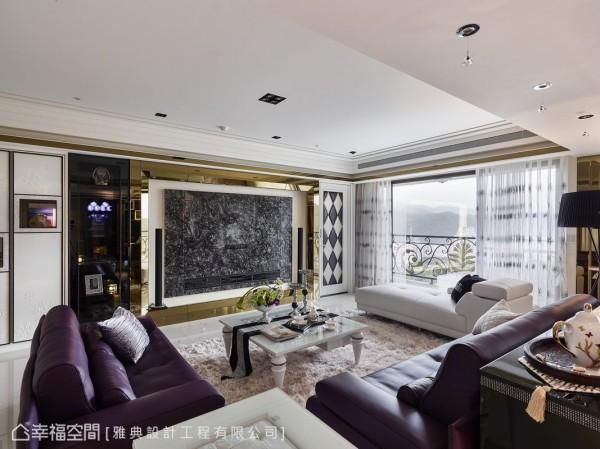 黄金镜以立体的造型框画的石材粗犷,反有一种人文艺术质地,画框两侧,一为通往女主人的私领域动线,一侧为黑玻收整的机柜量体。