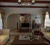 客厅: 因客厅两侧都是窗户,电视墙的定位是对设计师空间感的考验,大气拱型电视墙与木质屏风设计在过道右侧,通透、生态与艺术的结合体,让空间虚实相间,营造一个和谐轻松的氛围。