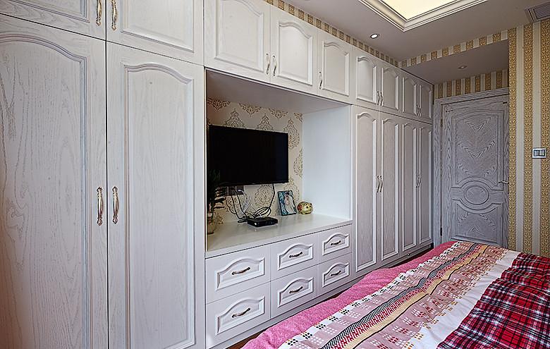 卧室图片来自家装大管家在136平现代简约风 温馨风情家居的分享