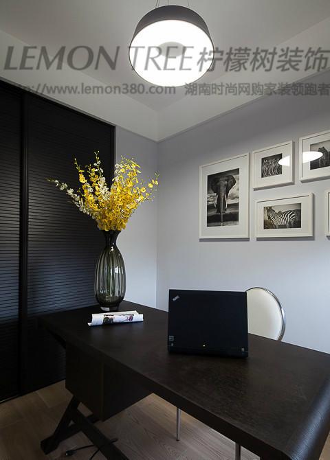 简约 80后 小资 收纳 书房图片来自2212544651x在柠檬树装饰钟爱黑色案例的分享