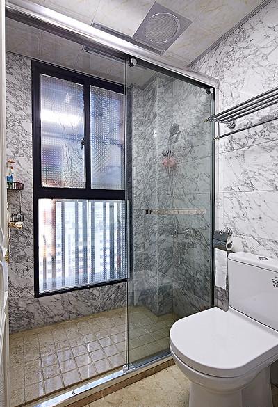 卫生间图片来自家装大管家在136平现代简约风 温馨风情家居的分享