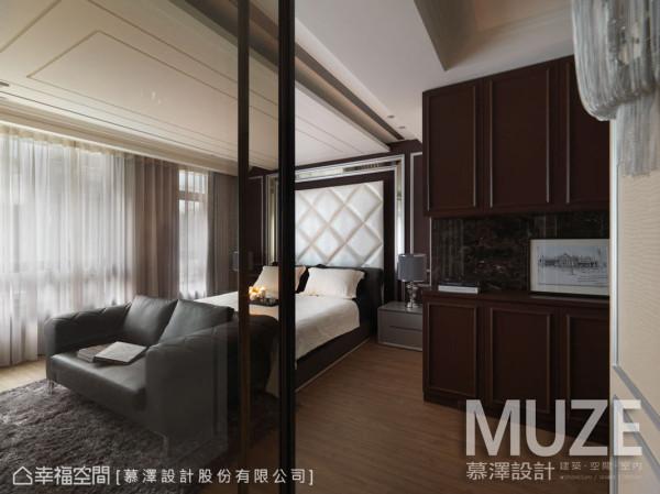 揉入属于屋主的生活场景,精准内装色彩搭配及材质运用,营造一贯的舒适氛围。
