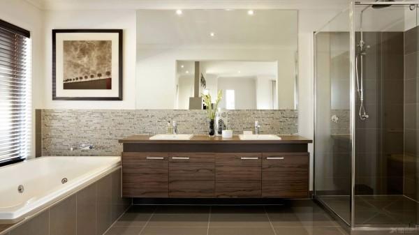 泡热水澡是最好的放松方式之一。浴缸的大小要和卫生间的面积相宜,较小的卫生间可以选择小而深的浴缸