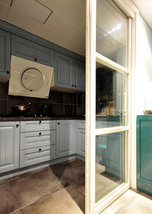 厨房图片来自家装大管家在活色生香 102平现代时尚3居室的分享