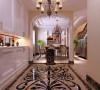 使用拼花的大理石地砖在玄关地面做出造型,可以给简欧风格的屋子增色不少。