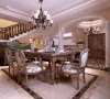 餐厅的家具则是白色与深色的搭配,加深了空间上的层次感!并形成了完整的一套体系。这样使得整个空间显得更加协调、美观。