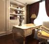 书房,男主人喜欢看书,有时候也会在这里为员工开会所以当属男主人的空间。特意和设计说书房设计要大气,沉稳。也许是工作的原因。欧式白色带雕花的书桌更能显示出业主的身份。
