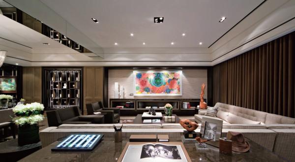 客厅以白色沙发为主题,用黑组合柜来做储物一是方便快捷