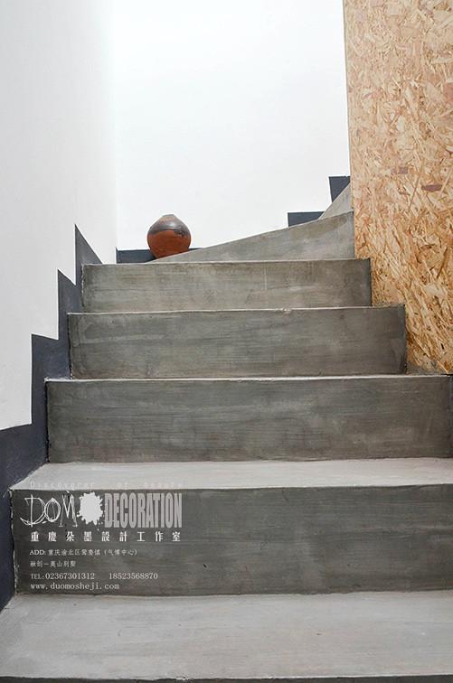 顺着楼梯而上,是我们工作的地方