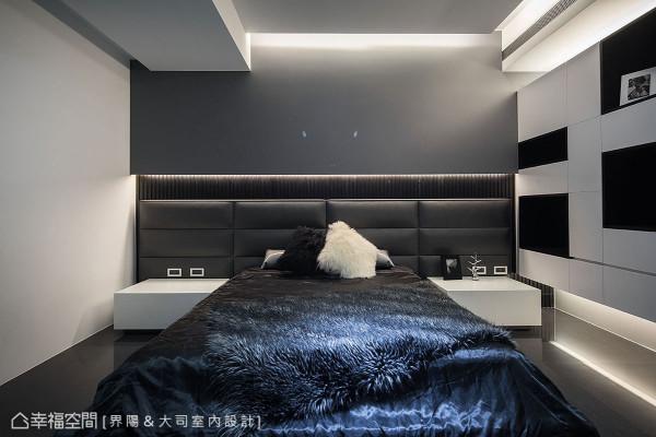 烤灰漆墙面、绷皮与白皮革床头桌,辅以两层上下两层光沟的光影变化,内敛铺陈品味质感。