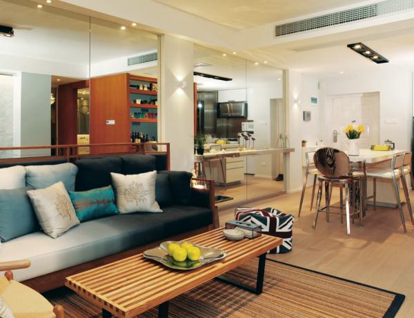 客餐厅是家庭中家人欢聚的场所,也是体现主人家装品味的地方,仅利用过道的局部吊顶,就可以进行中央空调的安装,房间美观又高档。