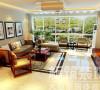 客厅总体给人一种大气典雅的感觉,尤其是散发古韵木香的中式家具营造出的质朴气息,让人如沐春风,神清气爽,似乎在传统文化的熏陶下更加的完美,更加的古典,更加的优雅。