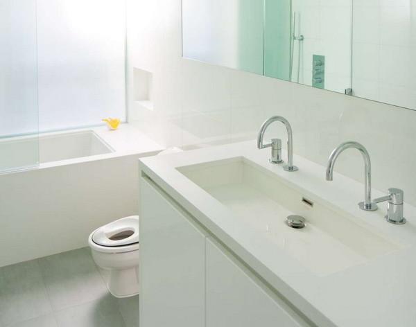 卫生间马桶和洗手台