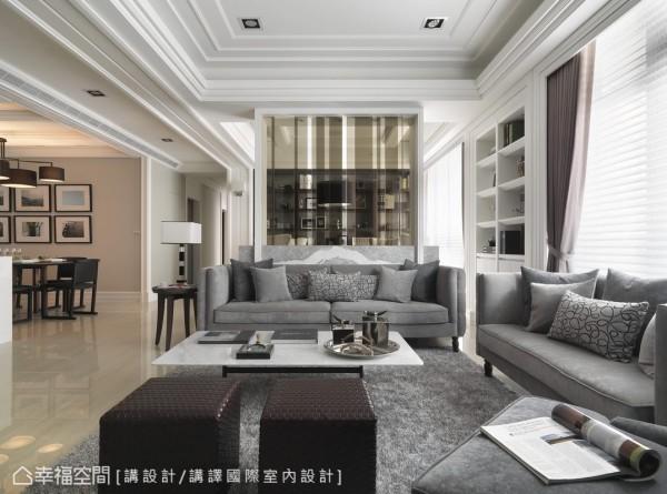 灰色大理石与白色山型石的拼接矮墙,对称的纹理搭配藕灰色的沙发、茶几,以及天际层层堆序的线板,高低的层次突显建筑量体的3.3米挑高优势。
