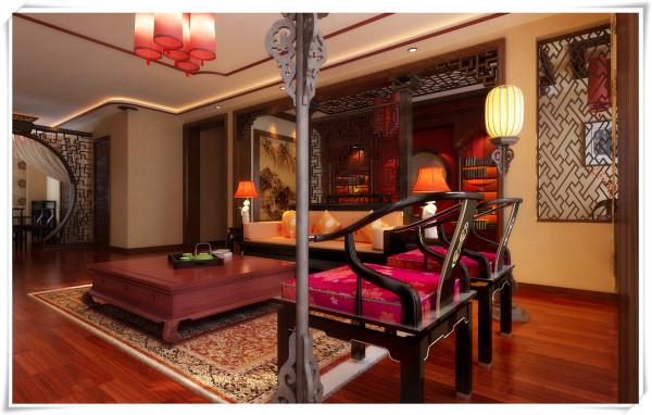 配合深色木纹的中式家具,锦缎刺绣的装饰和抱枕饰品的点缀,体现出空间的文化层次感,以及浓厚的中国特色屏风隔断,红色黑色搭配浓烈的色彩给了内外空间较大的视觉跨度,沉稳的木质家具。