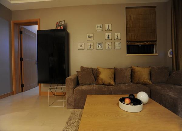 极小的户型中,餐厅与客厅的即独立又共享同一区域,设计师有效的利用了空间布局。