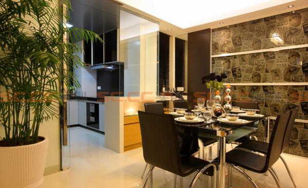 墙纸与工艺创意玻璃及线条的完美结合,整个餐厅无需再多装饰。