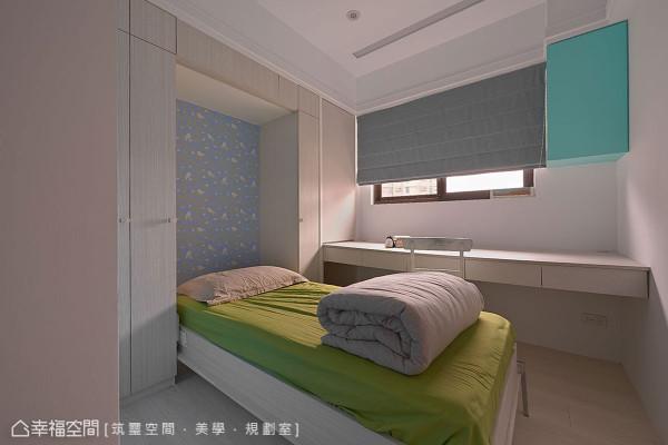 因为仅有一人居住,主要作为学生工作室,搭配掀床设计,可随时转为客房使用。