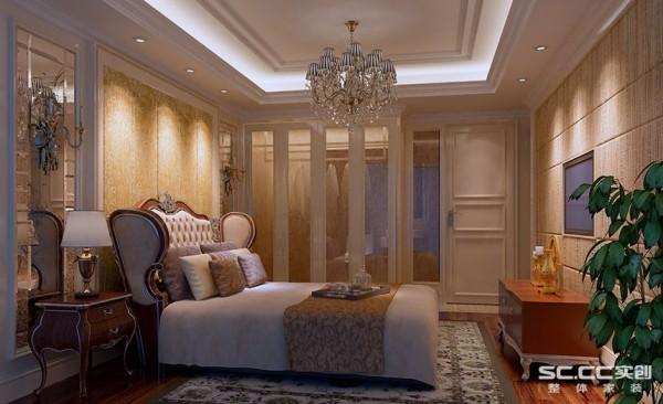 卧室设计: 卧室设计中大量采用了艺术镜面,扩大了居室的空间效果;镜面配以满铺的木地板,让婚房卧室在舒适的氛围内,添加了梦幻效果。