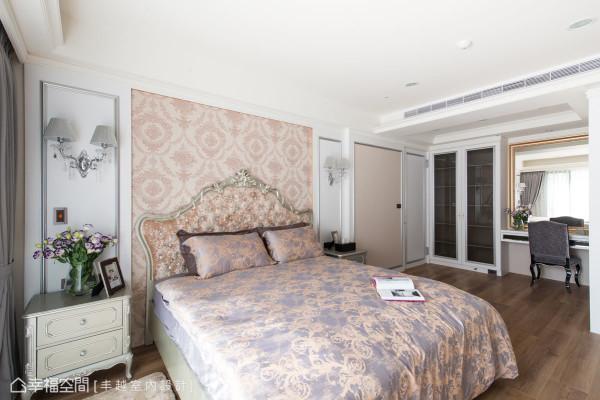 将原先的廊道并入主卧房内部,让空间的使用尺度瞬间加乘。