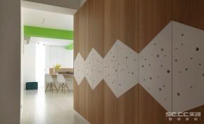 三居 欧式 北欧 宜家 玄关图片来自实创装饰晶晶在113平森林系三居北欧风格之家的分享