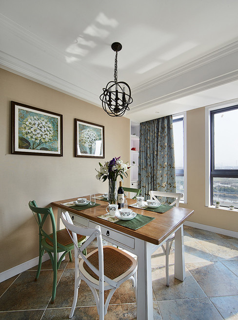 餐厅图片来自家装大管家在醇情玛奇朵 90平美式温馨雅居的分享