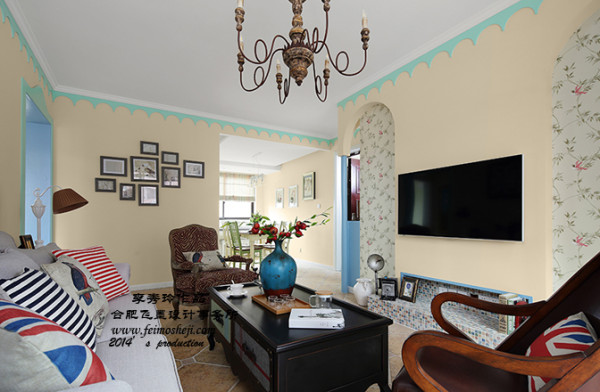 客厅的宽度有限,为了做完后不那么拥挤,做电视时顺手来个地台。