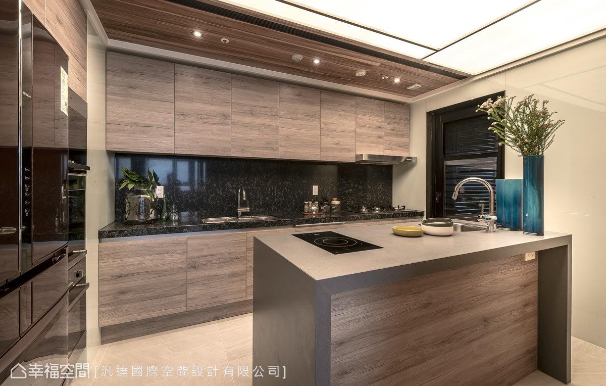 厨房图片来自幸福空间在爱上139平亚得里亚海的优雅风情的分享