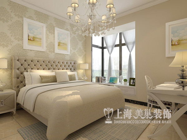 郑州锦艺国际轻纺城117平三室两厅现代简约主卧室床头背景通过壁纸来点缀,配上卡其色乳胶漆以及米色的大地砖,这样来提亮整个空间,让整个空间显现的更加温馨、舒适、大方。