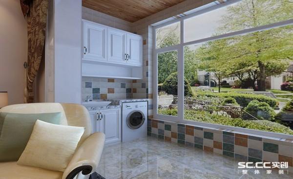 阳台设计: 阳台由于洗衣机的存在,设计采用嵌入式的设计思路,将洗衣机整体嵌入量身定制的柜子中,实用更加方便,收纳空间更丰富。