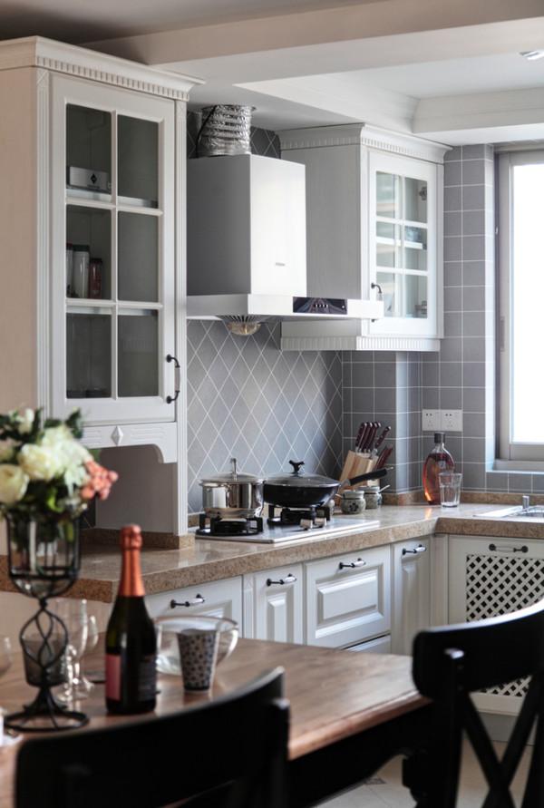 斜铺的瓷砖,让厨房瞬间蓬荜生辉