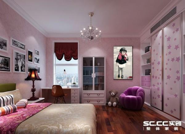 设计: 儿童房整体以粉红色格调为主,在布局上根据儿童的使用,将书桌放置在光线最好的位置,床头背景以照片墙的形式作为装饰,同时也可作为自己DIY区域,充满童趣,衣柜与书柜的组合也很有意思,