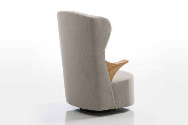 此外,格子羊绒躺椅没有设置扶手,看起来更加简洁轻便,用户可以根据个人需要灵活选择。