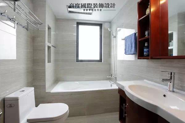 装修手法的不同也让实用性增强,更富现代感。现代家具与复古配饰的结合调配出一个理想的生活环境,宁静又温暖。
