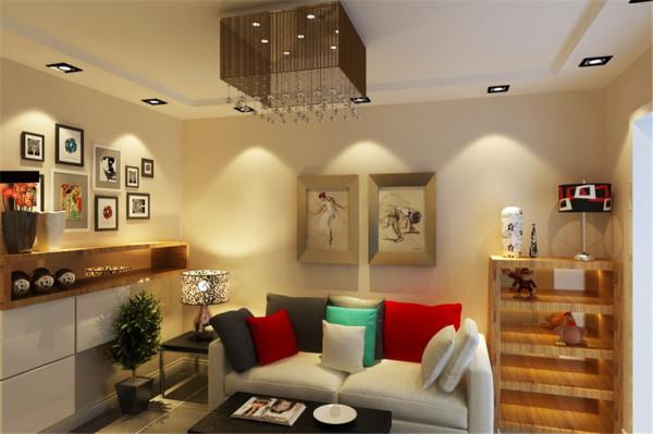 卧室里客户需要一个大的展示置物的功能,所以在床头对面的空墙上设计了一组简约的展柜。