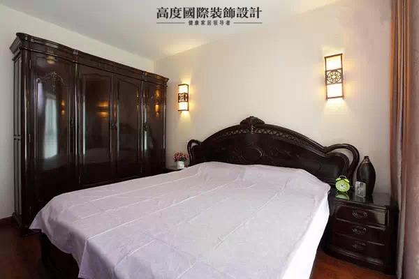 在我们所有的生活空间中,卧室是我们可以彻底放松的地方。因此在卧室装修上,我们是愿意放上一百颗心将它打造的完美舒心。