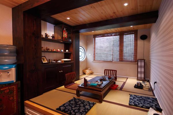欧式豪宅中摆放的那些家具,均以质地上好的胡桃木、樱桃木以及榉木为原料