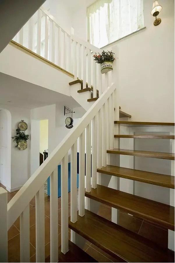 简约 田园 地中海 三居 收纳 白领 旧房改造 80后 小资 楼梯图片来自高度国际装饰宋增会在140平 地中海田园混搭美居的分享