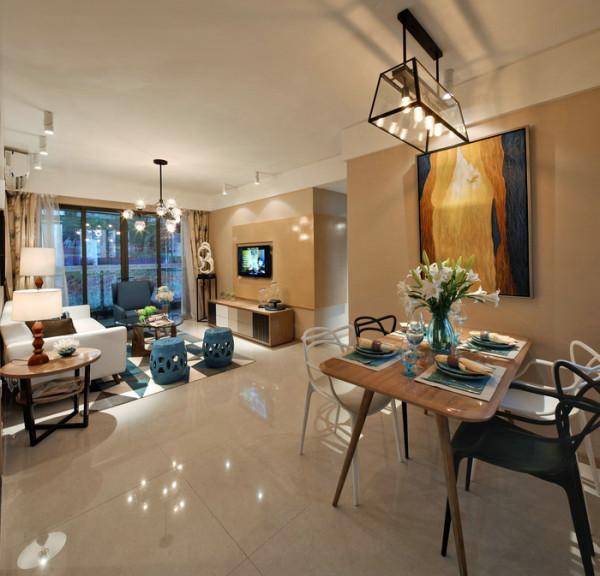 沙发墙以简约为主,装饰画错种复杂的搭配,结合米黄色墙面,简约自然大方 空间内所用材料:福乐阁面漆,蒙娜丽莎大地砖800x800