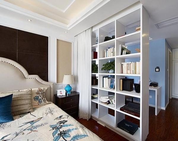 主卧与小书房用窗帘隔开,办公方便,业主非常喜欢。