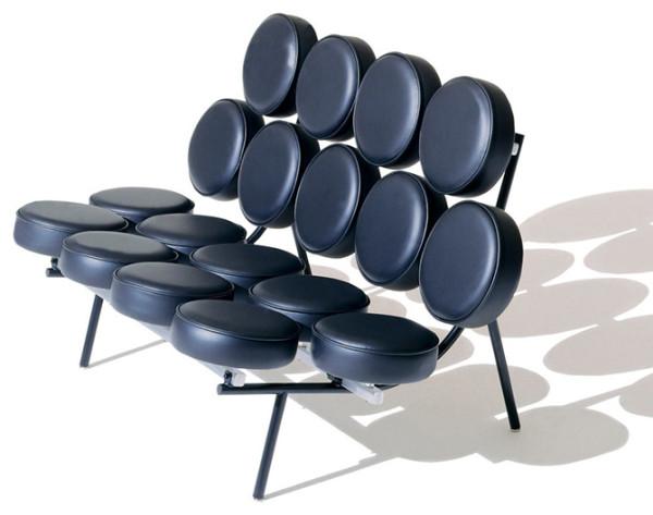 Marshmallow沙发是乔治?尼尔森最有名的作品之一,译为棉花糖沙发,我们也叫它鼓椅,因为它的样子看起来就像一个个Tom-Tom鼓的排列组合。1956年,乔治?尼尔森和一个名叫艾文?哈勃(Irving Harper)的年轻设计师
