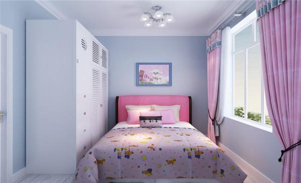 材料的运用和色彩的配搭,还有宽阔的室内空间和良好的采光,并没有一丝过时的感觉,给人以充满亲和力的印象。 儿童房在搭配上避免琐碎,显得大方、自然,让人时时感受到地中海风格家具散发出文化的气息。
