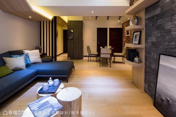 为修饰空间中的大梁,陈元旻设计师巧妙使用折线造型,从玄关延伸至客厅,成为空间串联的主轴。