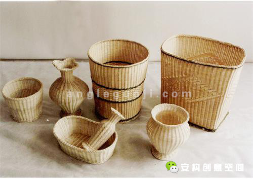 除了主要的家具,还有藤箱、藤屏风、藤器皿和藤工艺品等等各种不同造型的藤制品。