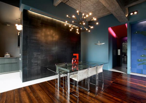 简约的客厅装修布置,最美的是横梁的贴纸,以及大气的吊灯