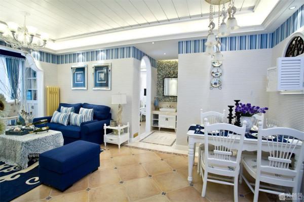 地中海风格的装饰手法有很鲜明的特征。比如家具尽量采用低彩度、线条简单且修边浑圆的木质家具。地面则多铺赤 陶或石板。在室内,窗帘、 桌巾、沙发套、灯罩等均以低彩度色调和棉织品为主。