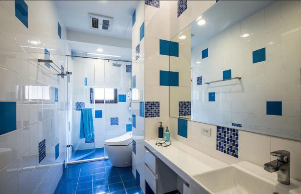 延续著地中风情,两个小女儿共用的卫浴空间,以蓝、白砖色作为异国表情的意象传达。
