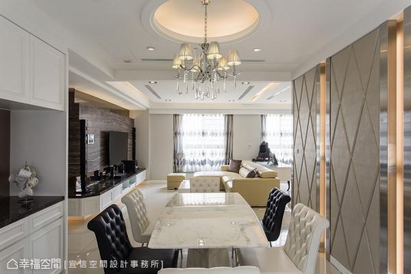 相同的线板设计,让餐柜与电视墙抽屉形成面的延伸。餐厅特别的挖圆底造型天花,垂坠着装饰吊灯,成为空间的特别主轴。
