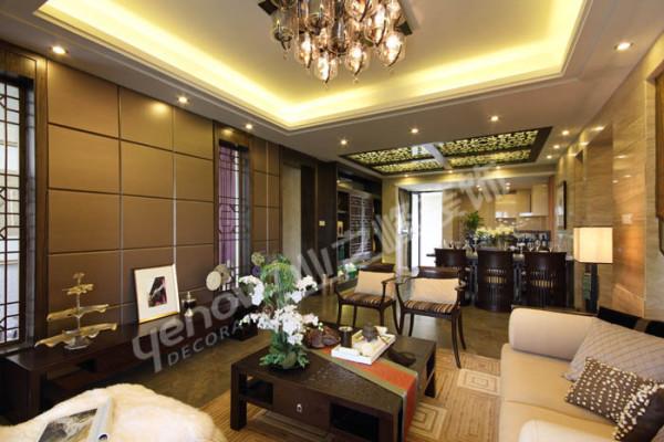 客厅的设计是以原土建设计的基础上的充分利延续。通透、空间的延续是客餐厅的主体设计基调。充分利用原土建与休闲阳台的玻璃窗。石材与硬包的相互呼应体现了干净爽朗的效果。